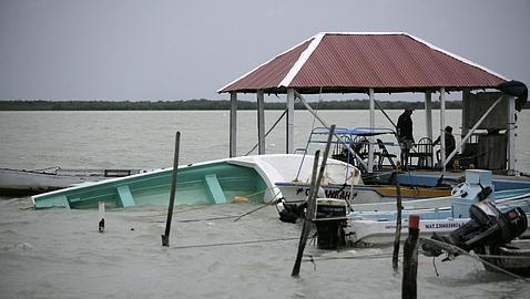 Desalojan 200 familias por tormenta tropical alex en for Patio bonito