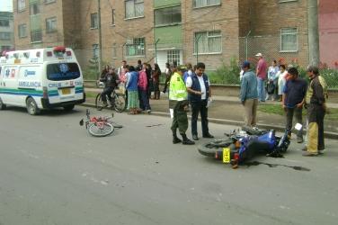 Accidente entre motos y ciclas