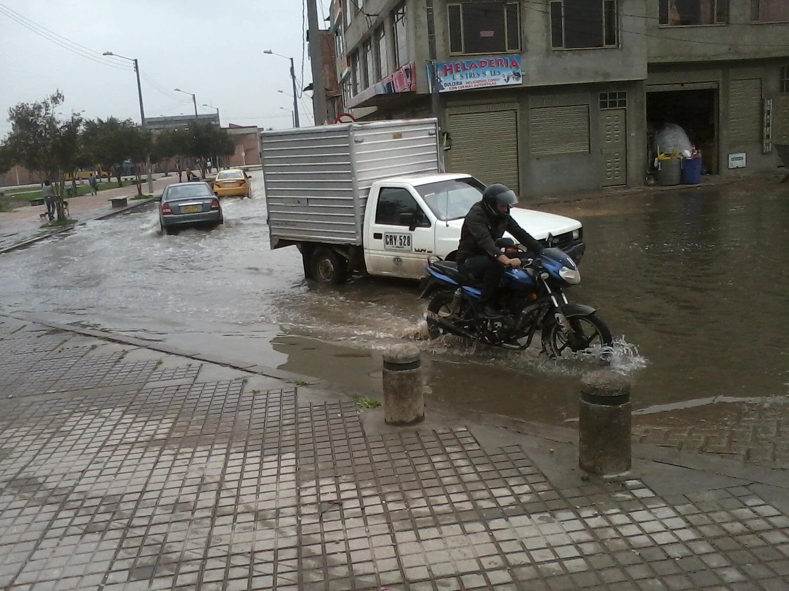 Inundaci n llega al barrio las brisas en dindalito patio for Patio bonito