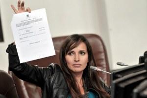 Concejal Clara Lucía Sandoval rechaza barbarie de policías que prendieron fuego a dos perros en la ciudad