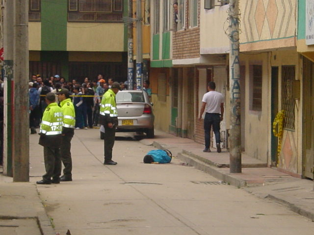 Asesinado joven estudiante de dos impactos de bala en el for Patio bonito