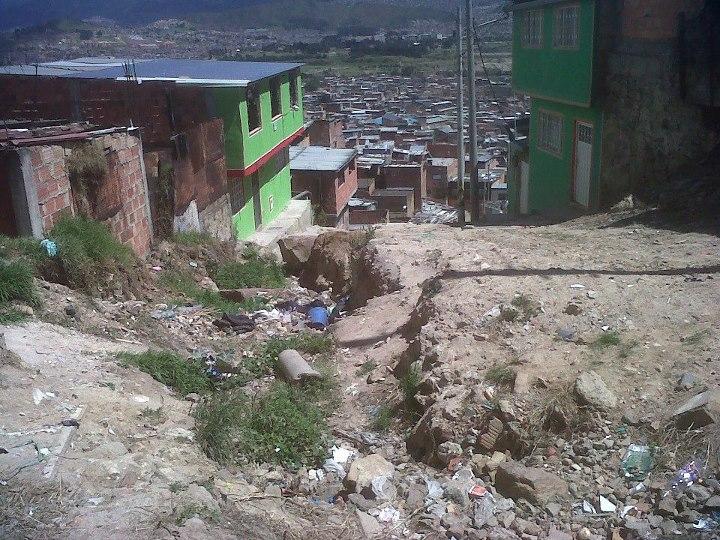 En bogot localidad de ciudad bol var se moviliza para for Patio bonito