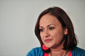 Marina Avendaño, funcionaria amenazada por su condición sexual