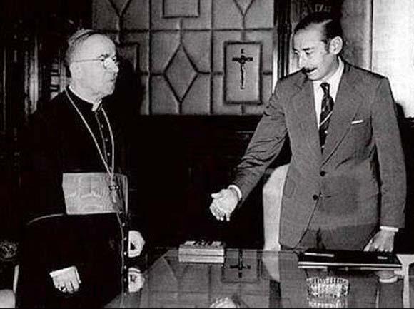 El Papa y el genocida durante la dictadura militar.
