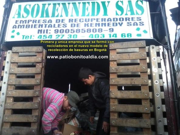 Recicladores asociados el primer día reciclando como empresarios