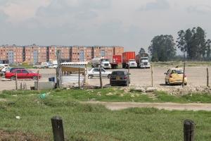 Terrenos ocupados como parqueadero, sobre los humedales en Ciudad Tintal