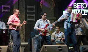 Beto Zabaleta y Goyo Oviedo con Clase y Estilo