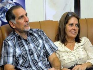 Rene Gonzalez y su esposa